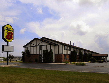 Super 8 Oshkosh Airport