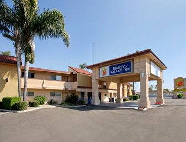 Super 8 Oceanside Marty's Valley Inn