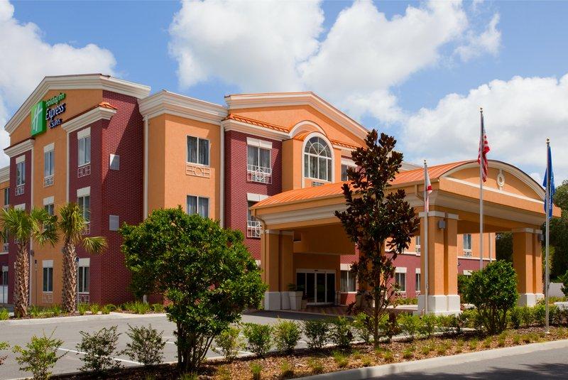 Holiday Inn Express & Suites BROOKSVILLE-I-75