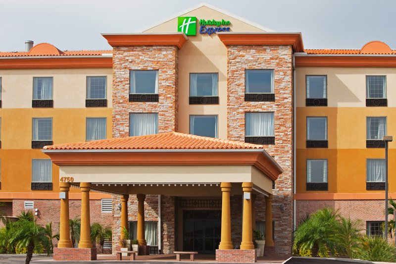 Holiday Inn Express & Suites TAMPA STADIUM AIRPORT AREA