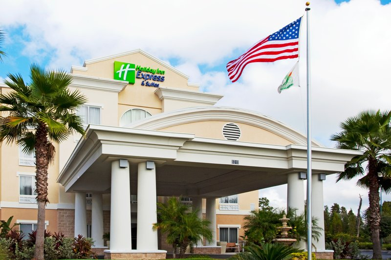Holiday Inn Express & Suites TAMPA-I-75 @ BRUCE B. DOWNS