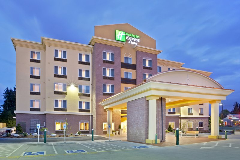 Holiday Inn Express & Suites LYNNWOOD