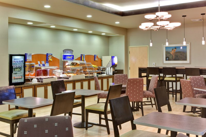 Holiday Inn Express & Suites LAS VEGAS I-215 S. BELTWAY