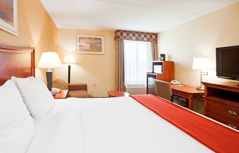 Holiday Inn Express & Suites FAYETTEVILLE-FT. BRAGG