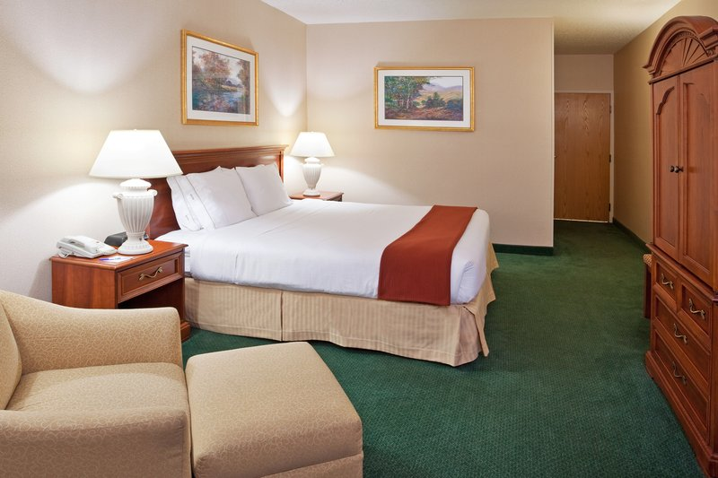 Holiday Inn Express DETROIT-WARREN (GM TECH CTR)