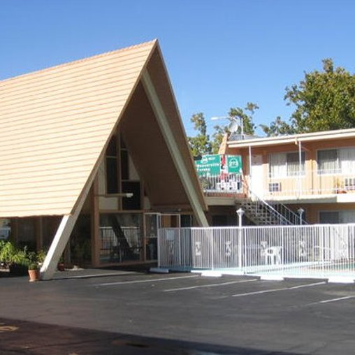 Shasta Lodge