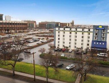 Days Hotel University Ave SE