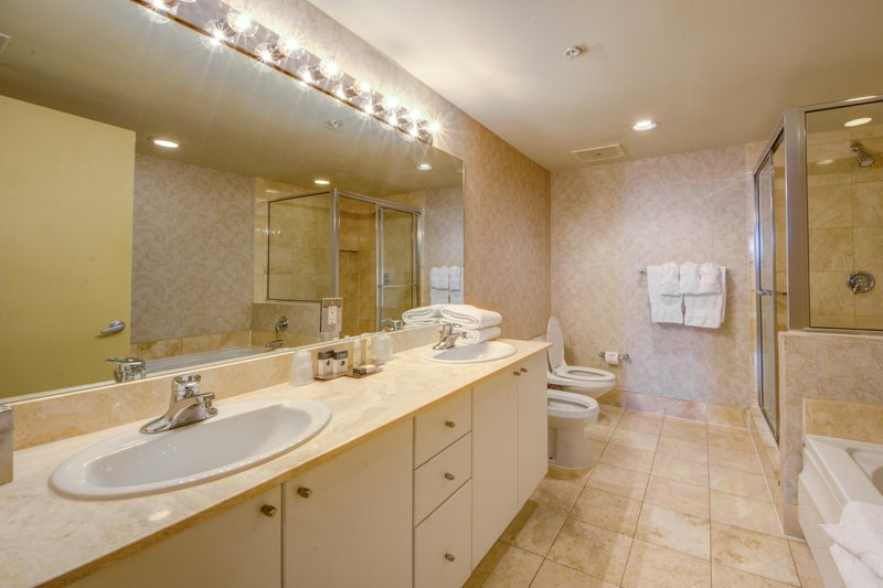 DoubleTree By Hilton Ocean Point Resort - Spa  North Miami