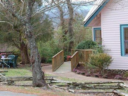 Evergreen Cottage Inn & Cabins