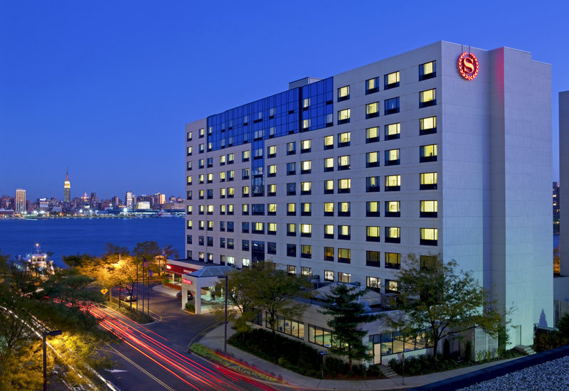 Sheraton Lincoln Harbor Hotel