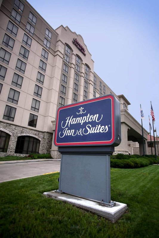 Hampton Inn - Suites-Country Club Plaza