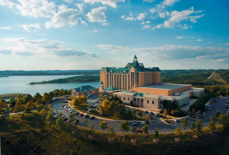 Chateau On The Lake Resort And Spa