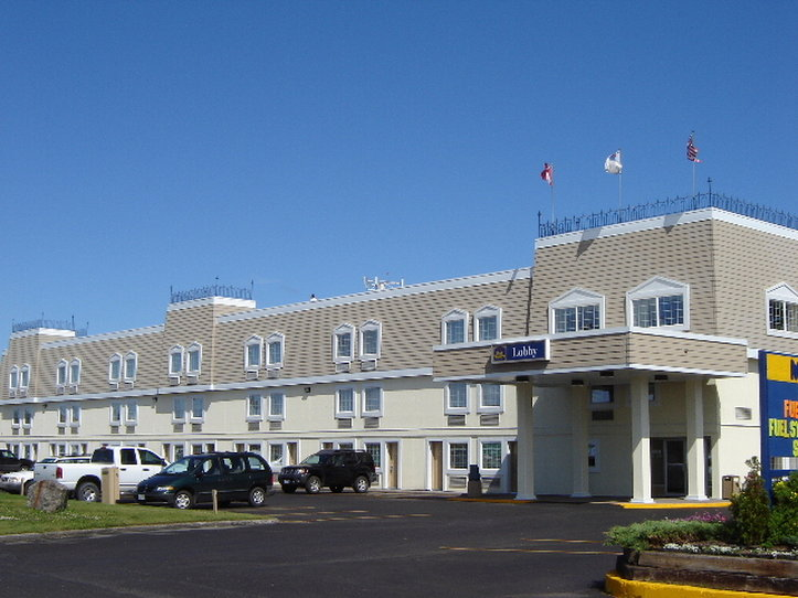 Best western crossroads motor inn thunder bay canada for Long lake motor inn