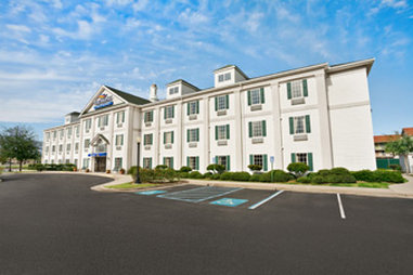 Baymont Inn & Suites Lafayette Airport