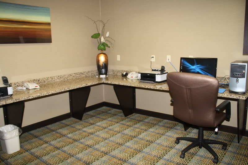 Holiday Inn Express & Suites BRIDGEPORT