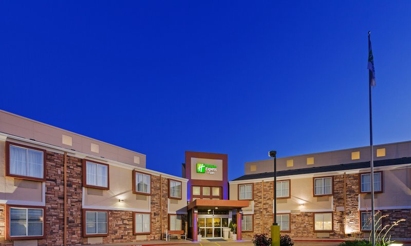 Holiday Inn Express & Suites ARLINGTON (SIX FLAGS AREA)