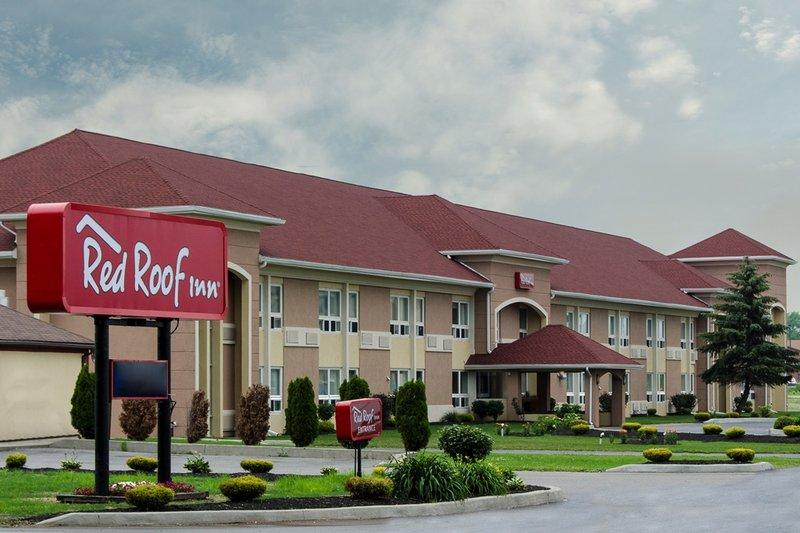 Red Roof Batavia