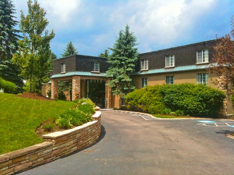Meadowbrook Inn And Suites