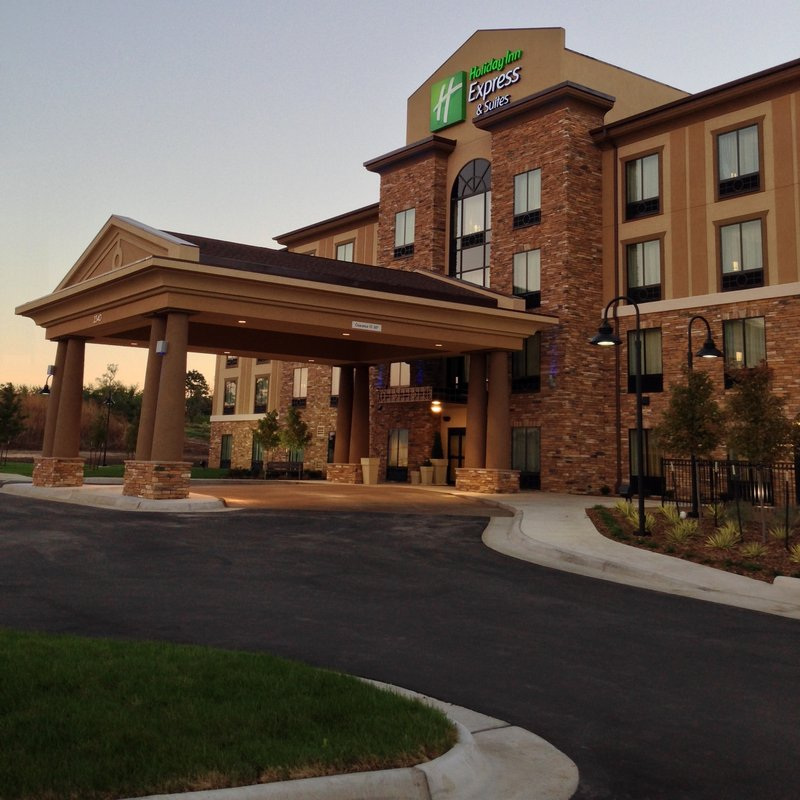 Holiday Inn Express & Suites WICHITA NORTHEAST