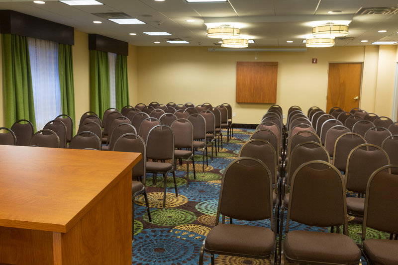 Holiday Inn Express & Suites JACKSONVILLE SE- MED CTR AREA