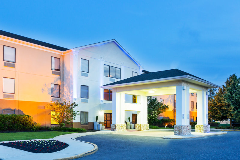 Holiday Inn Express & Suites MT. HOLLY-NJ TNPK EXIT 5