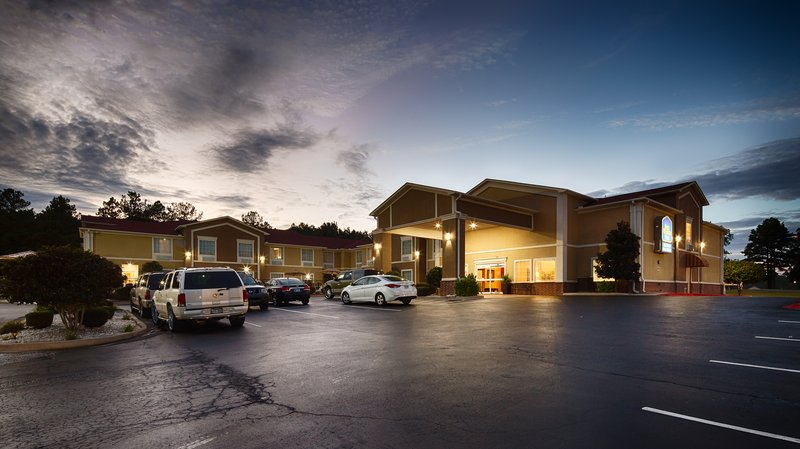 BEST WESTERN Sherwood Inn & Suites