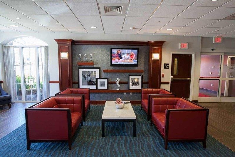 Hampton Inn - Suites Newport-Middletown