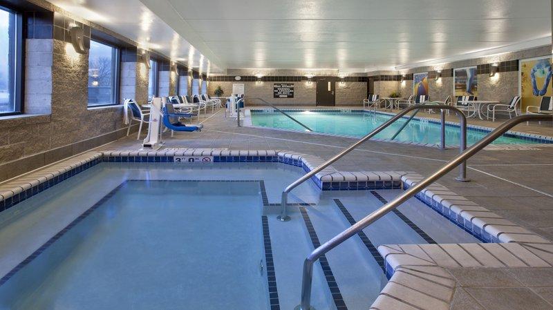 Holiday Inn Express & Suites MINNEAPOLIS-MINNETONKA
