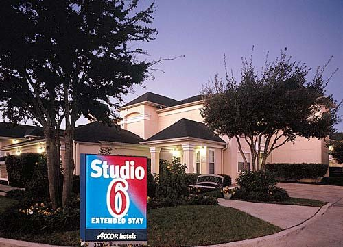 Studio 6 Houston Westchase
