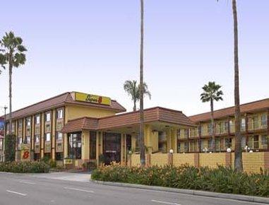 Super 8 by Wyndham Anaheim / Disneyland Drive