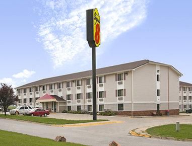 Super 8 Omaha West L St NE