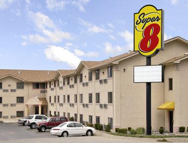 Super 8 by Wyndham Bridgeton / Arpt / St. Louis Area