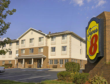 Super 8 by Wyndham Akron S / Green / Uniontown OH