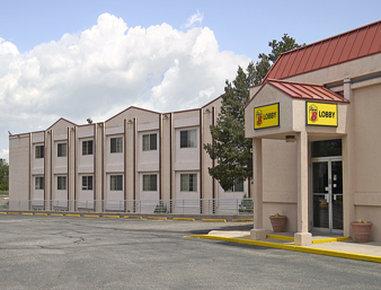 Super 8 Colorado Springs/South/Circle Dr.
