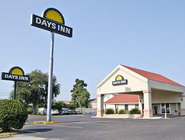 Days Inn & Suites Conroe North