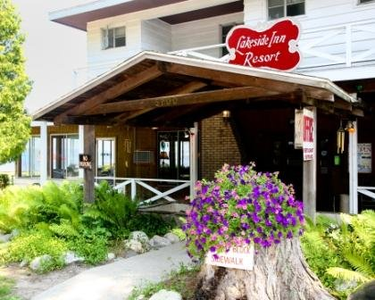 Buzz's Lakeside Inn