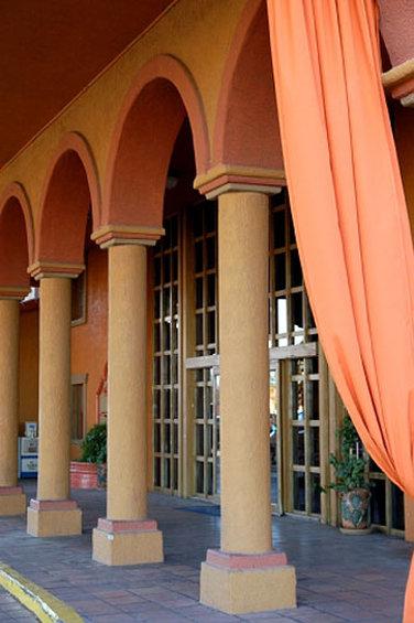 Hotel Tucson Inn Suites