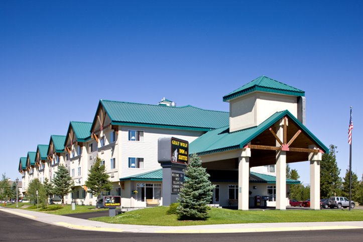 Gray Wolf Inn   Suites