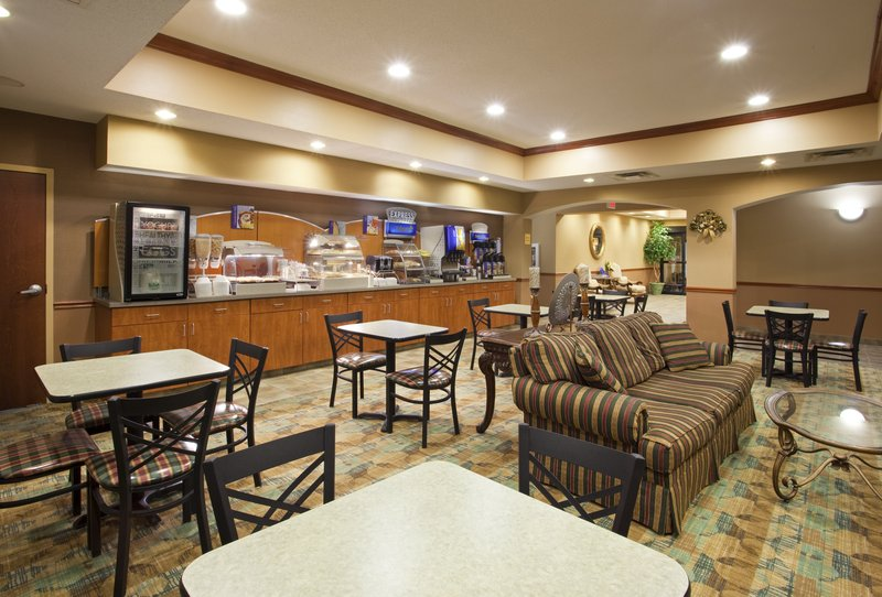 Holiday Inn Express Hotel & Suites Cincinnati Blue Ash