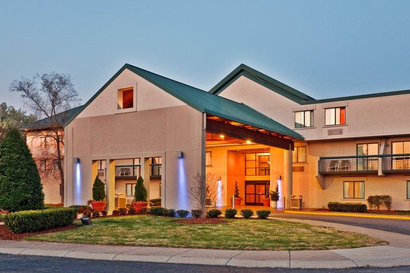Holiday Inn Express NASHVILLE AIRPORT