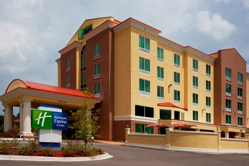 Holiday Inn Express & Suites Chaffee Jacksonville West