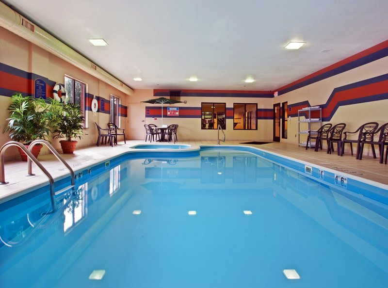 Holiday Inn Express Hotel & Suites Dayton Centerville
