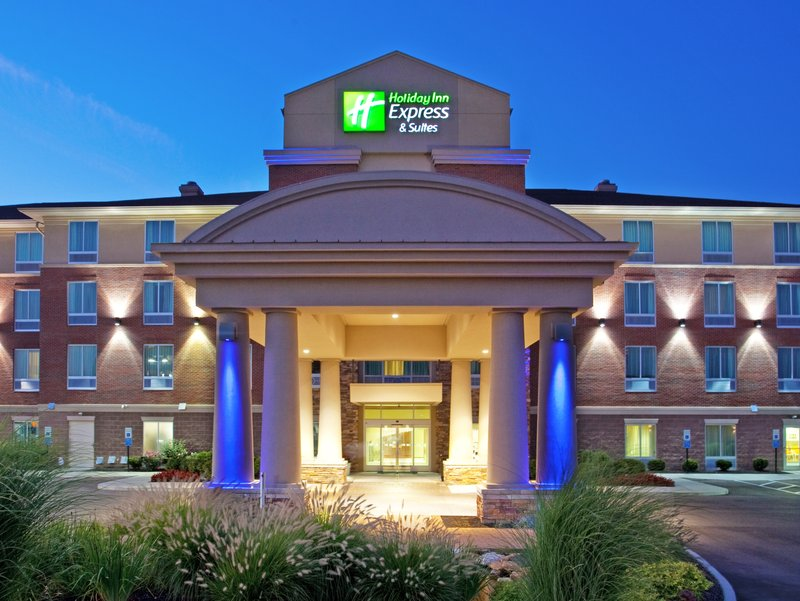 Holiday Inn Express & Suites Cincinnati Mason