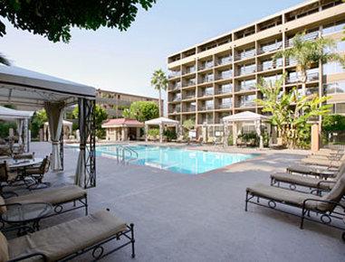Howard Johnson Hotel & Conf Center by Wyndham Fullerton / Anaheim