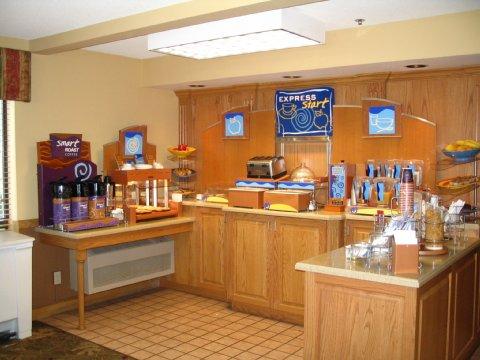 Holiday Inn Express MCCOOK (US 6/34 & HWY 83)
