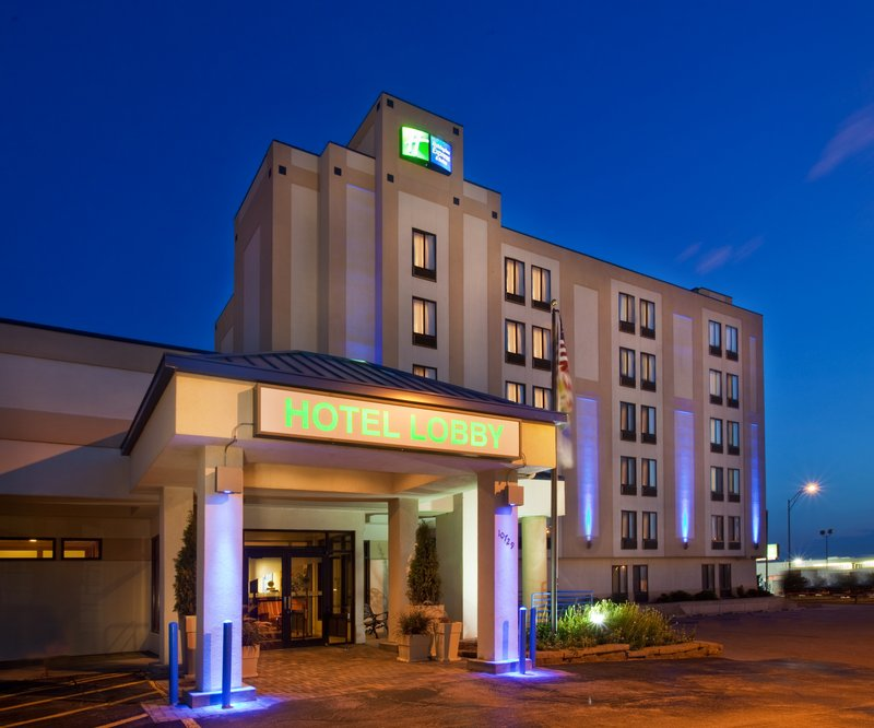 Holiday Inn Express & Suites OMAHA-SOUTHWEST