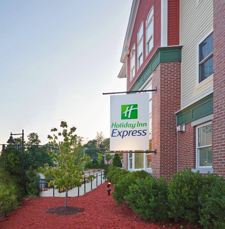 Holiday Inn Express DURHAM - ( UNH )