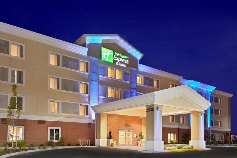 Holiday Inn Express Suites Sumner