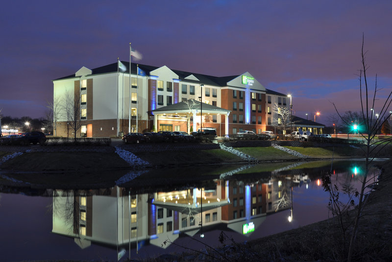 Holiday Inn Express & Suites New Berlin