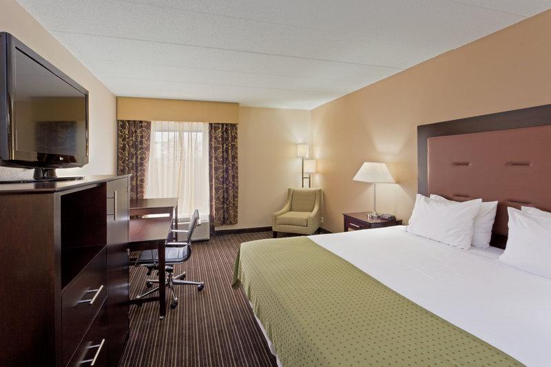 Holiday Inn Express Suites Charleston